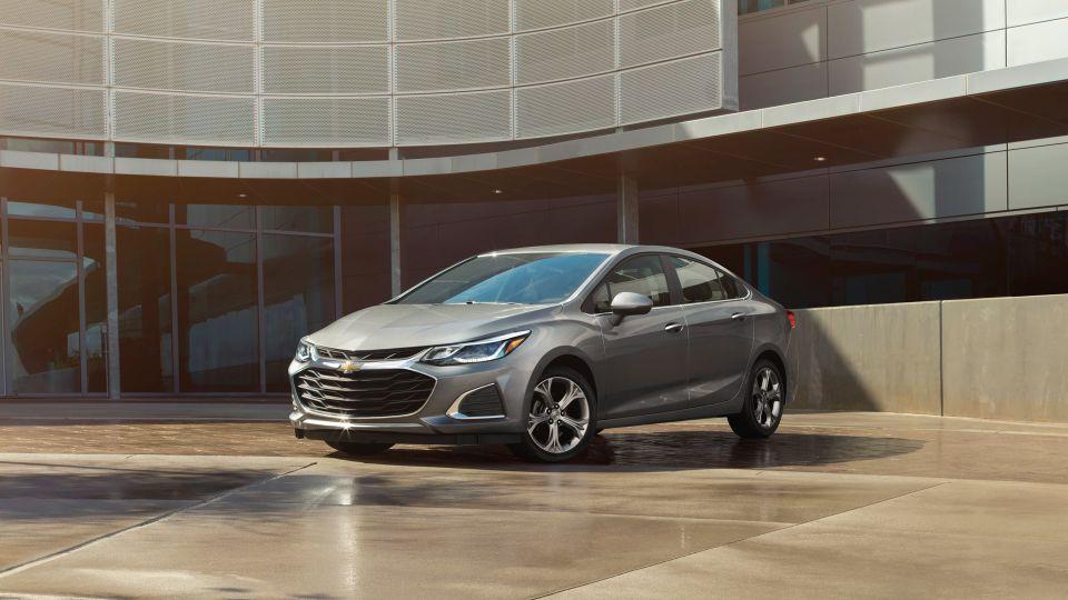 2019 Cruze Sedan Premier grille designs reinforce Cruze?s premium appearance.
